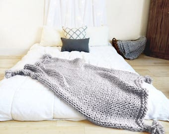 Knit pom Blanket - Cuddle Me Blanket