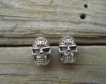 Detailed skull earrings