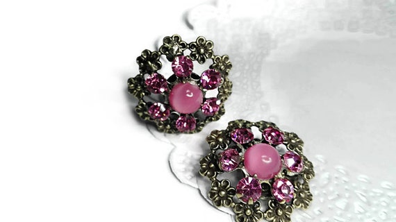 Clip-on earrings, round vintage earrings, floral earrings, pink bead silver color metal flower vintage clip-on earrings from 60's for woman