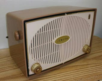 1959 Zenith AM tube radio Model B615L