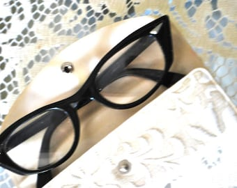 Vintage 50s black cat style eyeglases. Made by Bausch and Loms. In original case.  Size   5 1/2