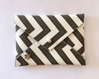 Clutch wallet in faux leather by Nina & Co