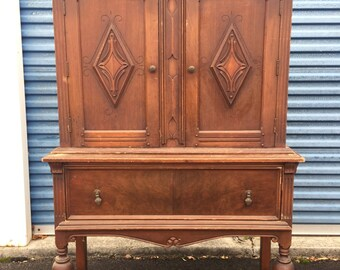 Gorgeous Vintage Jacobean China Hutch