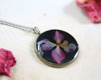Pink hydrangea, Resin jewelry, resin pendant necklace, dried flower, flower jewelry, Nature jewelry, black pendant, floral necklace