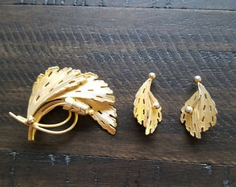 Vintage gold toned brooch and matching clip on earings