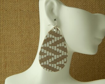 Tan and white zig zag leather earrings with sterling earwires, boho chic earrings, handmade jewelry, tear drop, summer jewelry, neutral