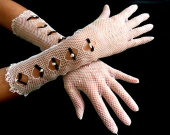 Vintage lace gloves. 1920 - 1930. Hand made crochet. - gauntlet - Gatsby - 1930s - gloves - vintage - gants - guantes - cocktail gloves