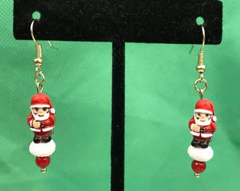 Santa Claus Gold Tone Beaded Dangle Pierced Earrings New Gift