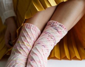 X Sox // Sock pattern by Leeni Hoi // Knitting