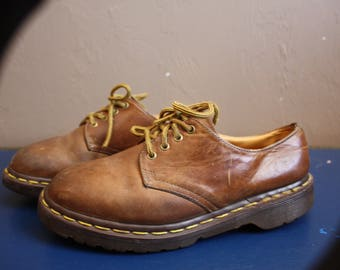 Vintage 1980s / 1990s Brown Leather Dr Martens The Original Lace Up Shoes Made in England UK Size 5