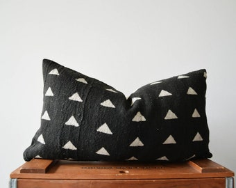 THE CARLOW 18x10 African Mud Cloth Pillow Cover in Black