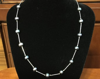 Silver and grayish opalescent pearl necklace