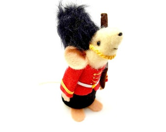Queens Guard Mouse, A mouse from London, beefeater, felt mouse