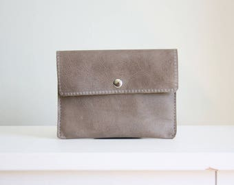 Taupe leather pouch - taupe leather wallet - leather card holder / cartera de cuero topo