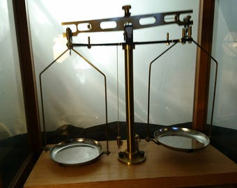 Vintage apocethary scales, brass pan balance scales, cased