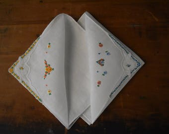 Vintage Handkerchief Set - Embroidered Hankie Set - Vintage Hankies - Keepsake Gift -Handkerchiefs - Hankies