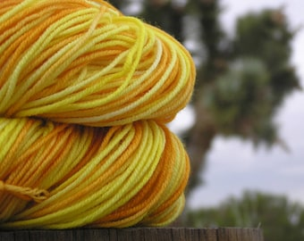 Sport Weight Yarn - Merino Superwash - Wooly Daisy