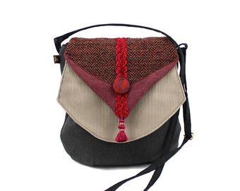 Fabric bag, adjustable shoulder strap, zipper, flap other assorted tisssus. Woman bag grey and plum, light and practical.