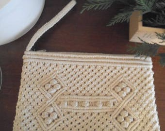 Vintage Crochet Clutch ~ Ivory ~ Made in Republic of China ~ Detailed 1960s Handbag