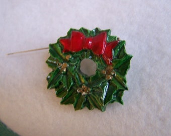 "Vintage 80's ""CHRISTMAS WREATH / Pin Brooch  Christmas Hand Painted"