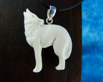 White Wolf Necklace - Spirit animal necklaces - White wolf necklace - Howling wolf carved necklace - bone carved necklace
