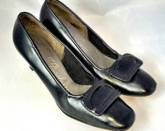 Vintage 60s Black Leather Pilgrim Pumps | Florsheim | Size 7