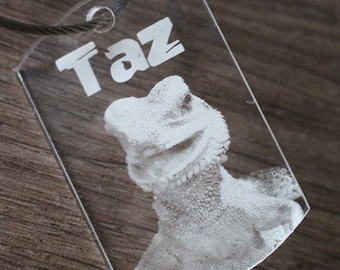 Your favorite laser engraved photo on plexiglass - clip and shape of the keyring to choose from. Customizable accessory.