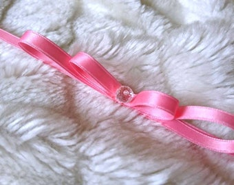 Neck loop made of satin ribbons with crystal pearl