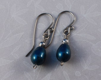 Natural Niobium handformed earrings with Swarovski Petrol pear pearls