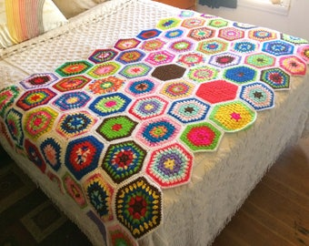 Colorful 70s Hexagon Knit Throw / Afghan / Rainbow Multicolored Blanket