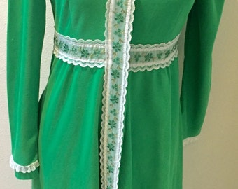 Vintage Plush Kelly Green Snap Front Embroidered Lace Trim Robe by Junior Loungees Ladies Size 11