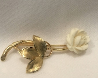 Pin, 12k gold ,Delicate gold and white flower.