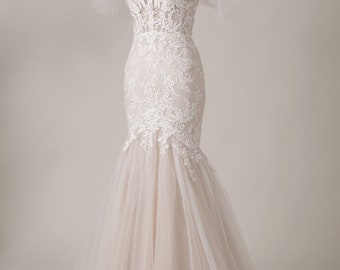 Custom Bridal/ Sweet Heart Neckline Strapless Wedding Gown with beaded lace/White/Wedding Gown/Trail Wedding Gown/Engagement Gown