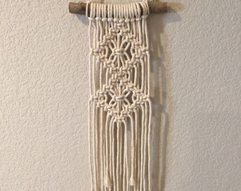 Macrame Wall Hanging/ Modern Macrame/ Weaving/ Mini Wall Hanging