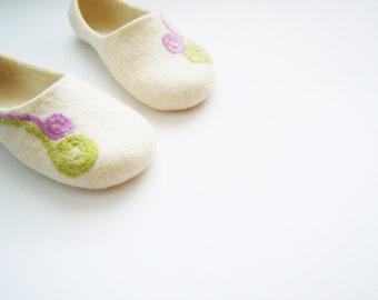 Felted woman slippers / house shoes. Fern Blossom. Mothers day gift.