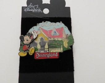Disney Disneyland Mickeys ToonTown House Pin