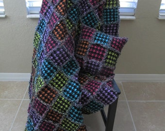 CLEARANCE SALE - Girl's Twin Size Rag Quilt in Houndstooth pattern- teenage girl, twin size bedding