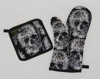 Oven Mitt and Pot Holder Sets or Singles, Black and White Shattered Skulls, Horror Fanatic Goth Punk Housewares