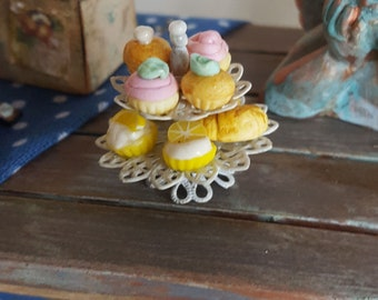 Dollhouse tray with cupcakes