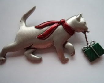 Vintage Signed JJ Silver pewter Cat carrying Present Brooch/Pin