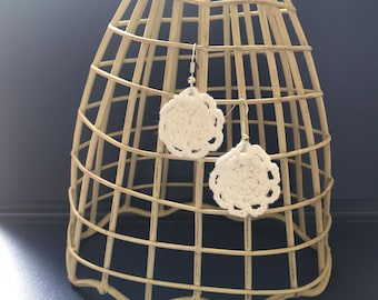 Small round crochet lace doily earrings