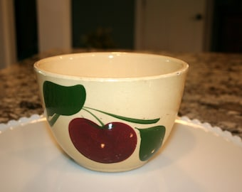 Watt Pottery Nesting Bowl #63//Three Leaves and One Apple//Orchard Ware//Vintage Mixing Bowl