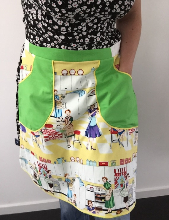 Outlet -40%!  50's retro reversible half apron lemon and lime. With deep pockets. For kitchen or garden.