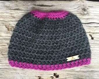 Single Stripe Messy Bun Beanie\\ Messy Bun Hat \\ Messy Ponytail Hat \\ Crochet Messy Bun Hat