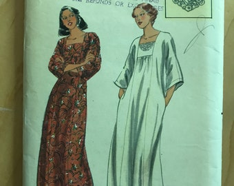 Butterick 5702 - 1970s Caftan with Square Neckline and Embroidery Transfer - Size Small Bust 31.5 32.5