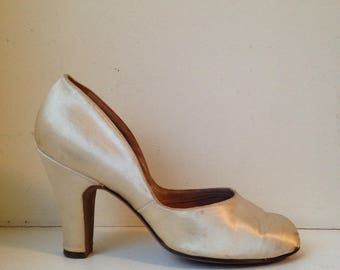 Vintage Satin Pumps / White / Size 6.5