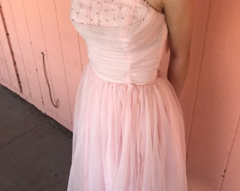 Vintage 1950s frothy pink chiffon strapless party wedding dress with sashes and pearls