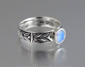 SACRED LAUREL silver ring with Moonstone