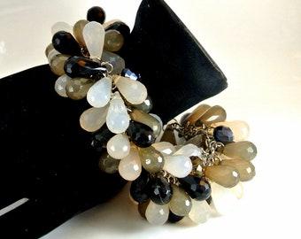 Black Gray White Cluster Bead Bracelet Chunky Teardrop Bead Cluster Bracelet Vintage 70 Bracelet Silver Tone Chain Milky Bead Bracelet