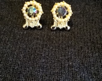 Gold tone pearl and aurora borealis screw back earrings from the 1950's